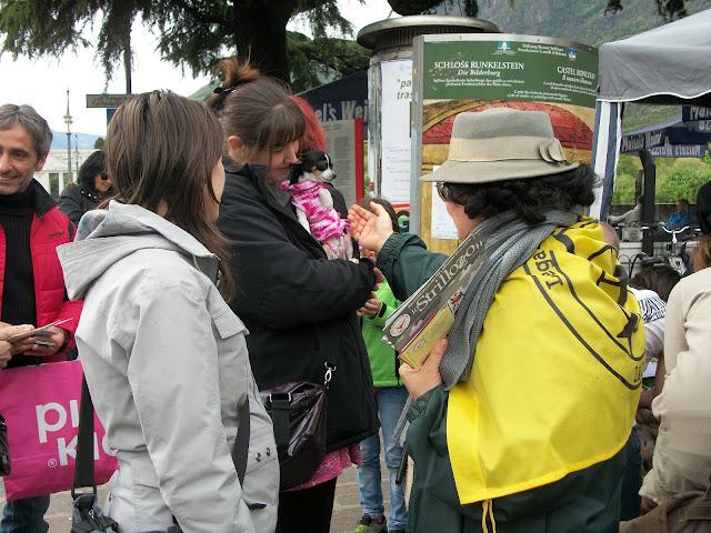 2012 20120415 1405341998 - 14.04.2012 - BOLZANO - TAVOLO INFORMATIVO CONTRO LA CACCIA E SULL'ALIMENTAZIONE VEGANA - 2012-