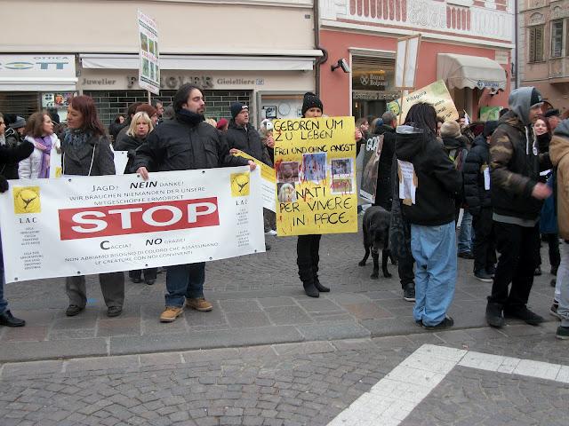 bolzano 04021012 20120205 1097826427 - Bolzano 04.02.2012 manifestazione contro lo sfruttamento degli animali