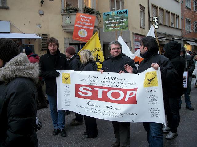 bolzano 04021012 20120205 1216306517 - Bolzano 04.02.2012 manifestazione contro lo sfruttamento degli animali