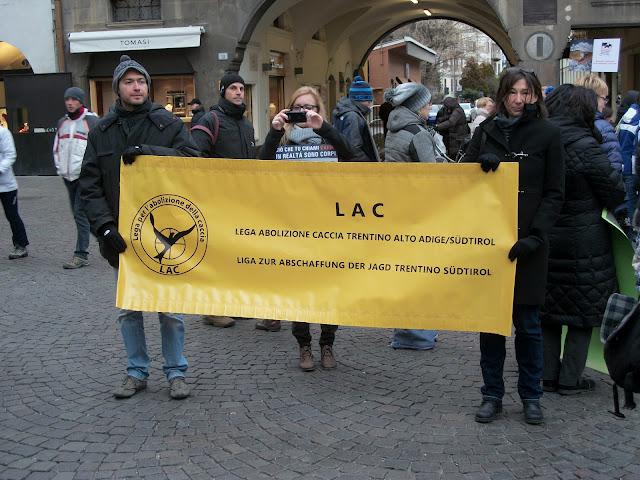 bolzano 04021012 20120205 1335394751 - Bolzano 04.02.2012 manifestazione contro lo sfruttamento degli animali - 2012-