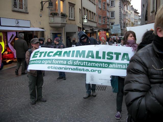 bolzano 04021012 20120205 1659662750 - Bolzano 04.02.2012 manifestazione contro lo sfruttamento degli animali