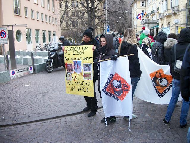 bolzano 04021012 20120205 1660233262 - Bolzano 04.02.2012 manifestazione contro lo sfruttamento degli animali