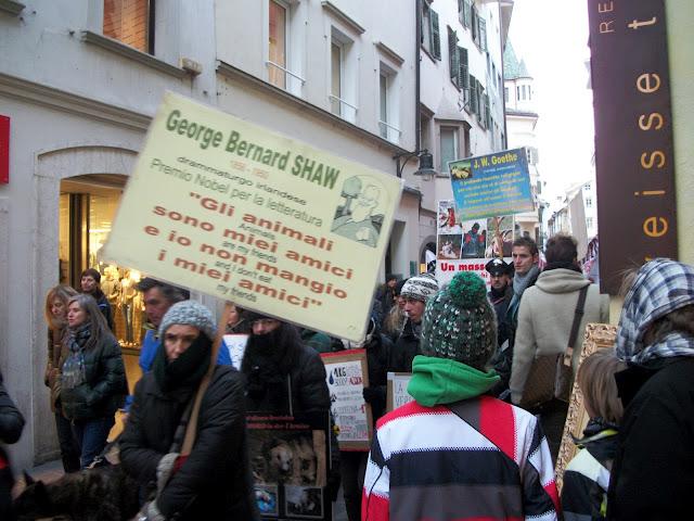 bolzano 04021012 20120205 1694235156 - Bolzano 04.02.2012 manifestazione contro lo sfruttamento degli animali