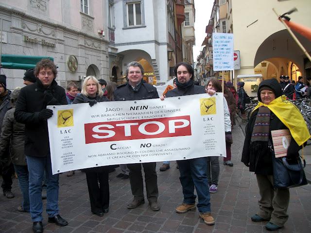 bolzano 04021012 20120205 1880511029 - Bolzano 04.02.2012 manifestazione contro lo sfruttamento degli animali