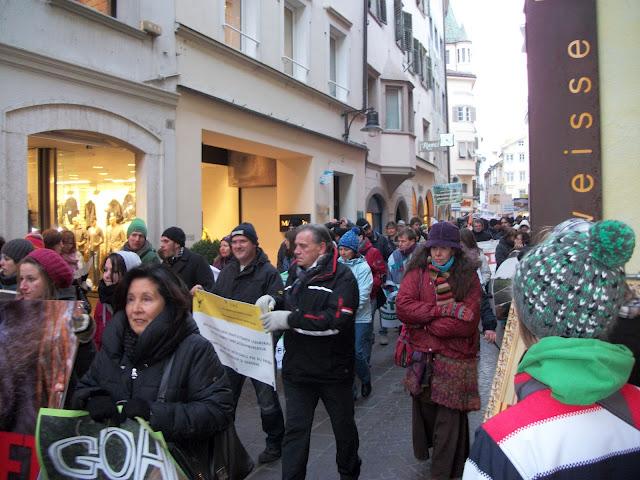 bolzano 04021012 20120205 1885940619 - Bolzano 04.02.2012 manifestazione contro lo sfruttamento degli animali