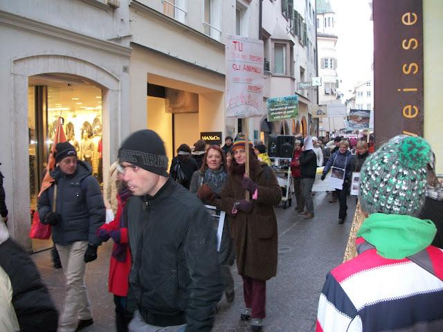 bolzano 04021012 20120205 1991856982 - Bolzano 04.02.2012 manifestazione contro lo sfruttamento degli animali