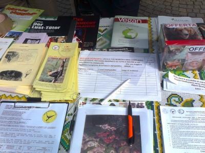 bolzano 14042012   tavolo informativo su caccia e alimentazione ve 20130212 1245155012 960x300 - 14.04.2012 - BOLZANO - TAVOLO INFORMATIVO CONTRO LA CACCIA E SULL'ALIMENTAZIONE VEGANA