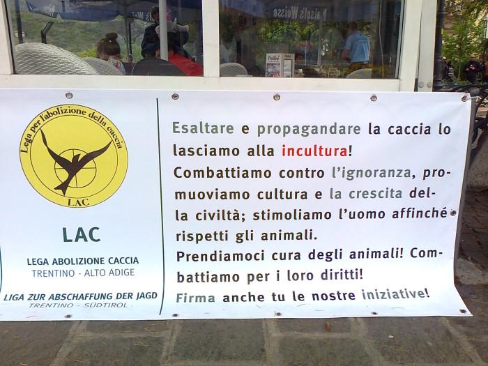 bolzano 14042012   tavolo informativo su caccia e alimentazione ve 20130212 1869772587 - 14.04.2012 - BOLZANO - TAVOLO INFORMATIVO CONTRO LA CACCIA E SULL'ALIMENTAZIONE VEGANA - 2012-