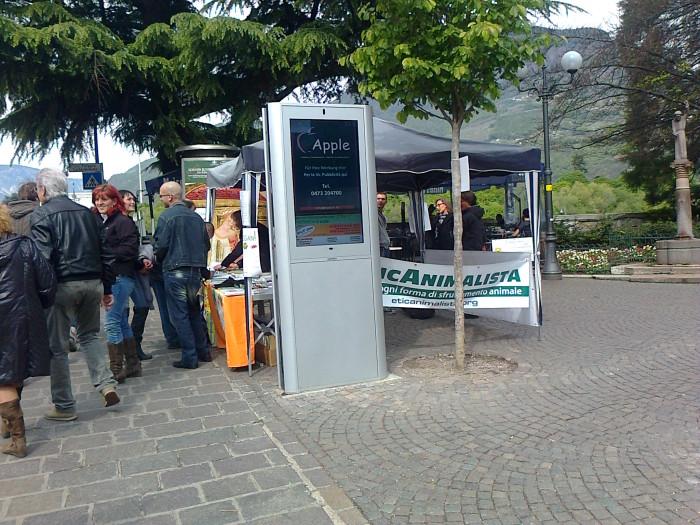 bolzano 14042012   tavolo informativo su caccia e alimentazione ve 20130212 2099696497 - 14.04.2012 - BOLZANO - TAVOLO INFORMATIVO CONTRO LA CACCIA E SULL'ALIMENTAZIONE VEGANA - 2012-