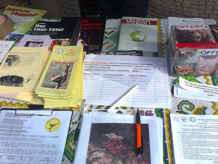 bolzano 14042012   tavolo informativo su caccia e alimentazione vegana 20120415 1720538363 - 14.04.2012 - BOLZANO - TAVOLO INFORMATIVO CONTRO LA CACCIA E SULL'ALIMENTAZIONE VEGANA - 2012-