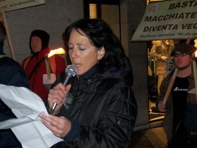 fiaccolata per gli animali 20111210 1061574734 960x300 - 03 dicembre 2011 Trento fiaccolata per denunciare lo sterminio degli animali nel periodo natalizio (e non solo!) - 2011-