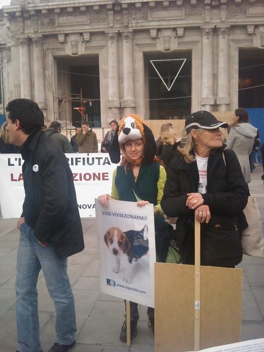 img 1667 20110306 1055048437 - MANIFESTAZIONE CONTRO LA VIVISEZIONE - MILANO 5 marzo 2011