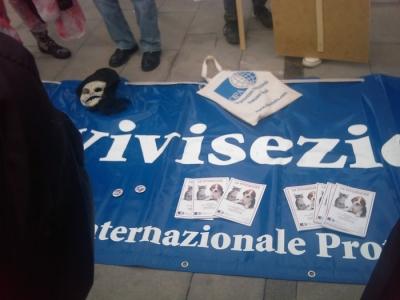 img 1668 20110306 1728422035 1 960x300 - MANIFESTAZIONE CONTRO LA VIVISEZIONE - MILANO 5 marzo 2011