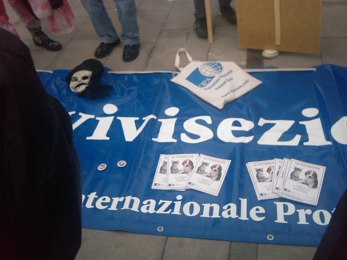 img 1668 20110306 1728422035 1 - MANIFESTAZIONE CONTRO LA VIVISEZIONE - MILANO 5 marzo 2011