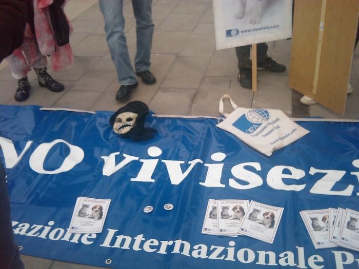 img 1669 20110306 2009917331 - MANIFESTAZIONE CONTRO LA VIVISEZIONE - MILANO 5 marzo 2011
