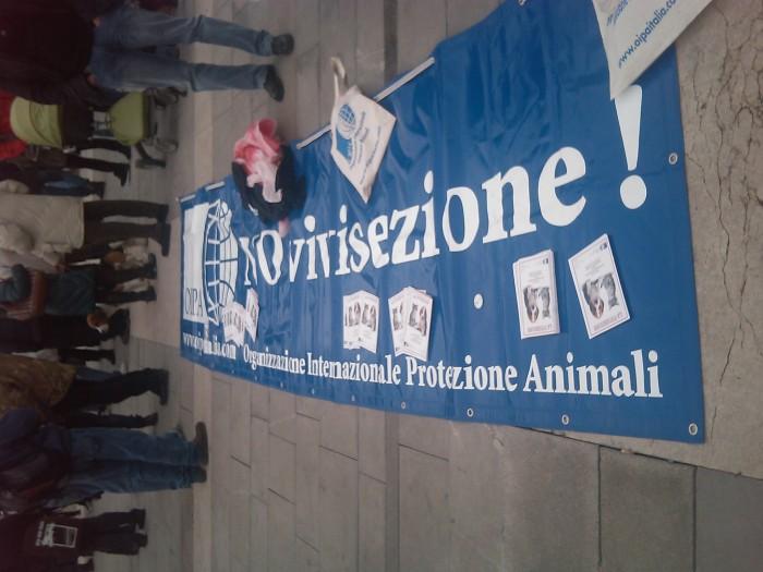 img 1672 20110306 1439362234 - MANIFESTAZIONE CONTRO LA VIVISEZIONE - MILANO 5 marzo 2011