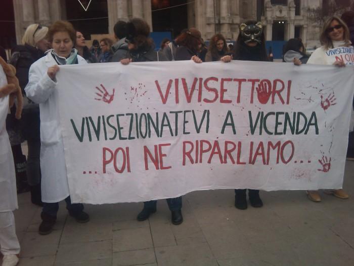 img 1682 20110306 1130187743 - MANIFESTAZIONE CONTRO LA VIVISEZIONE - MILANO 5 marzo 2011