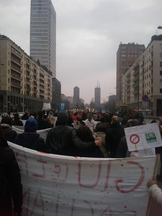 img 1699 20110306 1014200802 - MANIFESTAZIONE CONTRO LA VIVISEZIONE - MILANO 5 marzo 2011
