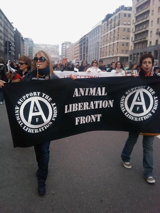 img 1702 20110306 1481790587 - MANIFESTAZIONE CONTRO LA VIVISEZIONE - MILANO 5 marzo 2011
