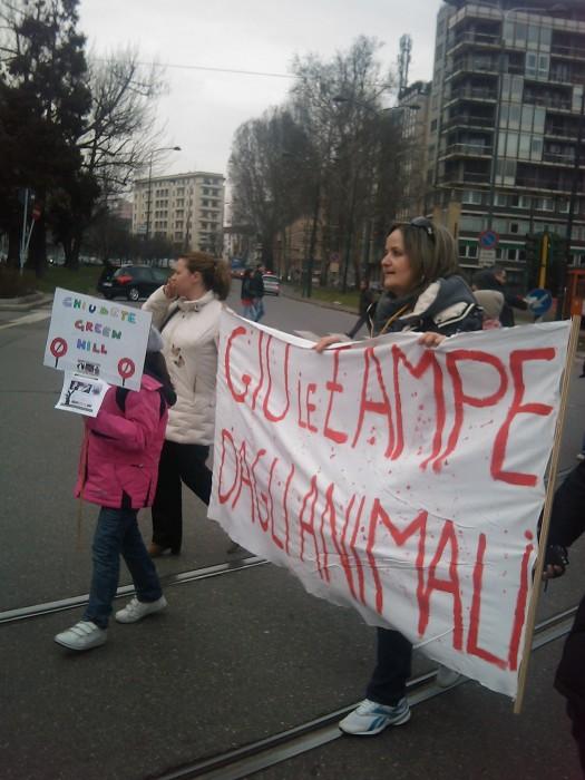 img 1707 20110306 2089221820 - MANIFESTAZIONE CONTRO LA VIVISEZIONE - MILANO 5 marzo 2011