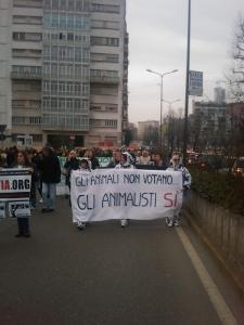 img 1711 20110306 1210121183 960x300 - MANIFESTAZIONE CONTRO LA VIVISEZIONE - MILANO 5 marzo 2011