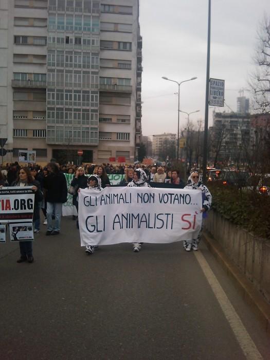 img 1711 20110306 1210121183 - MANIFESTAZIONE CONTRO LA VIVISEZIONE - MILANO 5 marzo 2011