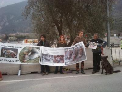 img 1768 20110327 1085314045 1 960x300 - Riva del Garda 26.03 - Sit-in contro la fiera della caccia e della pesca