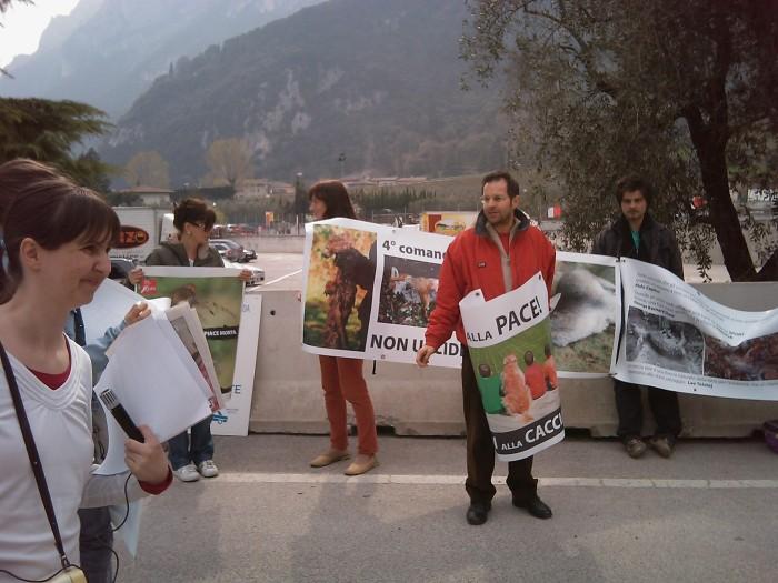 img 1769 20110327 1424651741 - Riva del Garda 26.03 - Sit-in contro la fiera della caccia e della pesca
