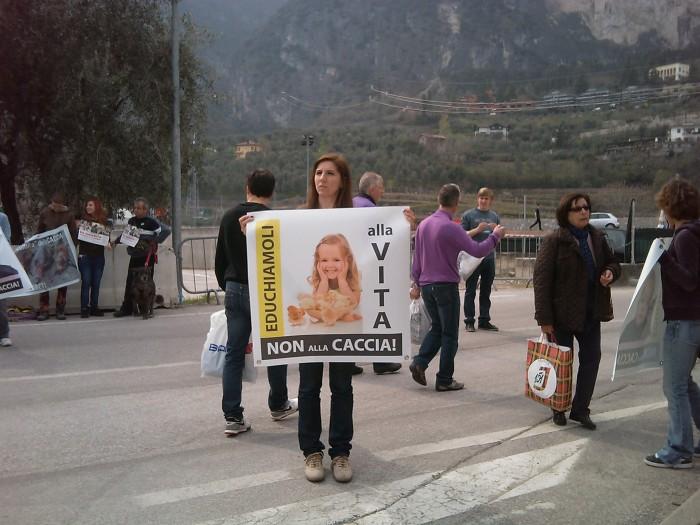 img 1770 20110327 1374212187 - Riva del Garda 26.03 - Sit-in contro la fiera della caccia e della pesca