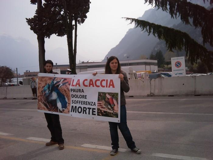 img 1771 20110327 1030631836 - Riva del Garda 26.03 - Sit-in contro la fiera della caccia e della pesca