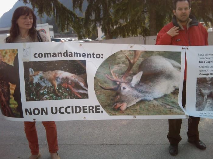 img 1778 20110327 1248514852 - Riva del Garda 26.03 - Sit-in contro la fiera della caccia e della pesca