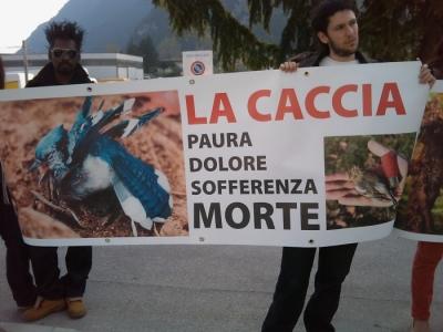 img 1779 20110327 1055260443 960x300 - Riva del Garda 26.03 - Sit-in contro la fiera della caccia e della pesca