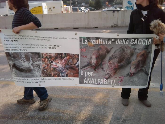 img 1780 20110327 1652298380 - Riva del Garda 26.03 - Sit-in contro la fiera della caccia e della pesca