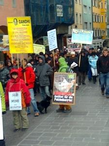 manifestazione contro lo sfruttamento degli anim 20130212 2087797995 960x300 - Bolzano 04.02.2012 manifestazione contro lo sfruttamento degli animali - 2012-