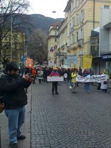 manifestazione contro lo sfruttamento degli animali 20120205 1434463141 960x300 - Bolzano 04.02.2012 manifestazione contro lo sfruttamento degli animali