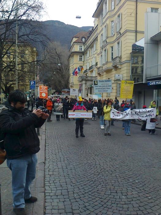 manifestazione contro lo sfruttamento degli animali 20120205 1434463141 - Bolzano 04.02.2012 manifestazione contro lo sfruttamento degli animali - 2012-