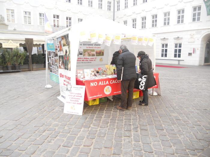 manifestazione contro lo sfruttamento degli animali 20120205 1510936534 - Bolzano 04.02.2012 manifestazione contro lo sfruttamento degli animali - 2012-