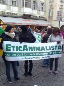 manifestazione contro lo sfruttamento degli animali 20120205 1739215082 960x300 - Bolzano 04.02.2012 manifestazione contro lo sfruttamento degli animali - 2012-