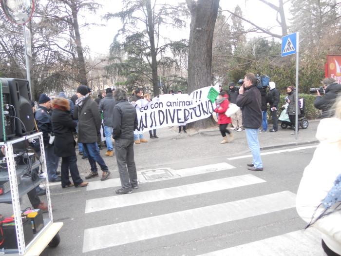 manifestazione contro lo sfruttamento degli animali 20120205 1756721651 - Bolzano 04.02.2012 manifestazione contro lo sfruttamento degli animali - 2012-