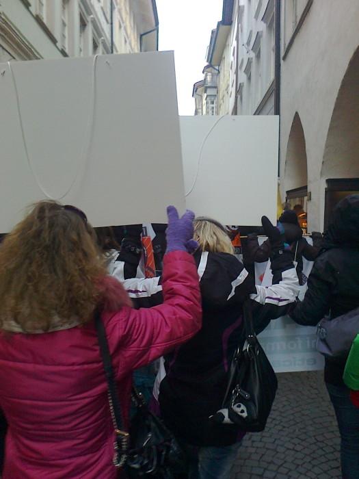 manifestazione contro lo sfruttamento degli animali 20120205 1793829396 - Bolzano 04.02.2012 manifestazione contro lo sfruttamento degli animali - 2012-