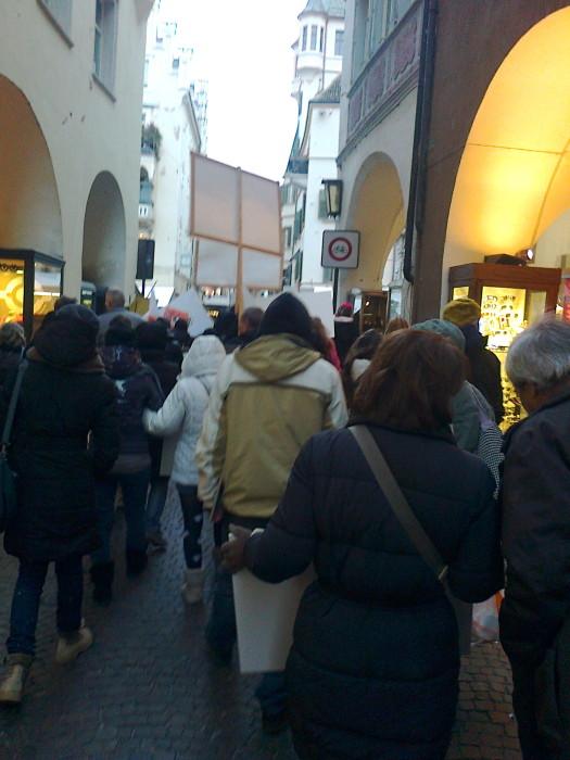 manifestazione contro lo sfruttamento degli animali 20120205 1805964128 - Bolzano 04.02.2012 manifestazione contro lo sfruttamento degli animali - 2012-