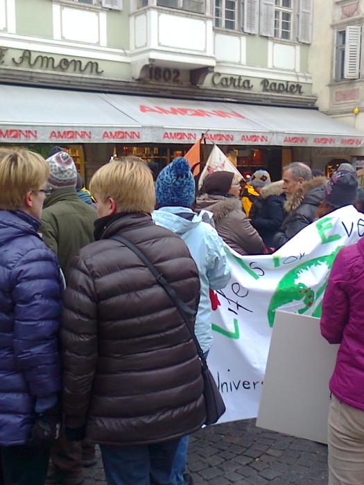 manifestazione contro lo sfruttamento degli animali 20120205 1830110872 - Bolzano 04.02.2012 manifestazione contro lo sfruttamento degli animali - 2012-