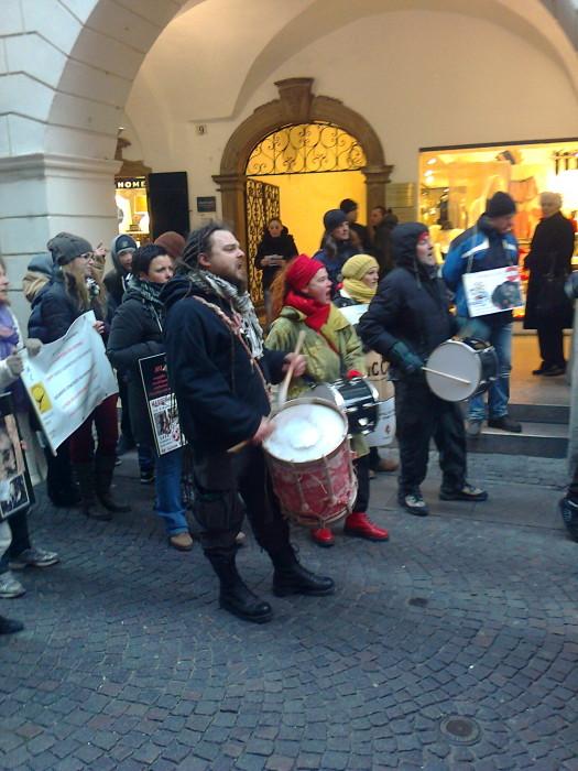 manifestazione contro lo sfruttamento degli animali 20120205 1978983169 - Bolzano 04.02.2012 manifestazione contro lo sfruttamento degli animali - 2012-