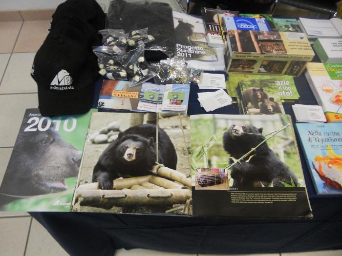 mostra animalista sui macelli 20111101 1044967230 - FA' LA COSA GIUSTA 2011 - MOSTRA ANIMALISTA