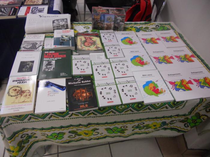 mostra animalista sui macelli 20111101 1225833353 - FA' LA COSA GIUSTA 2011 - MOSTRA ANIMALISTA
