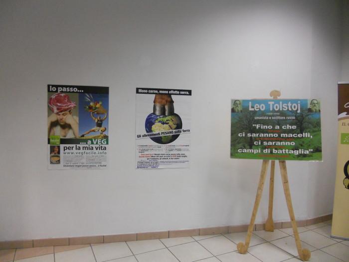mostra animalista sui macelli 20111101 1392903027 - FA' LA COSA GIUSTA 2011 - MOSTRA ANIMALISTA