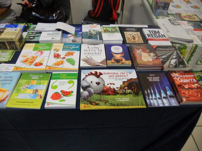 mostra animalista sui macelli 20111101 1575262394 - FA' LA COSA GIUSTA 2011 - MOSTRA ANIMALISTA