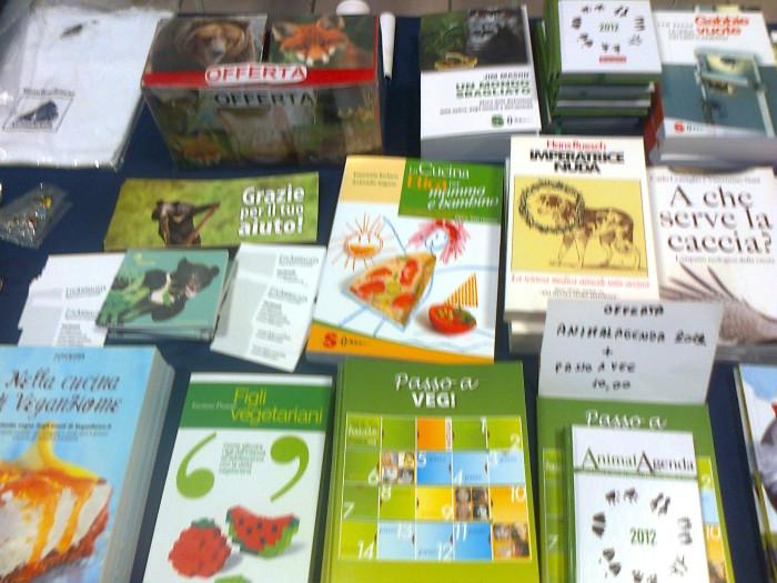 mostra animalista sui macelli 20111101 1666601829 - FA' LA COSA GIUSTA 2011 - MOSTRA ANIMALISTA