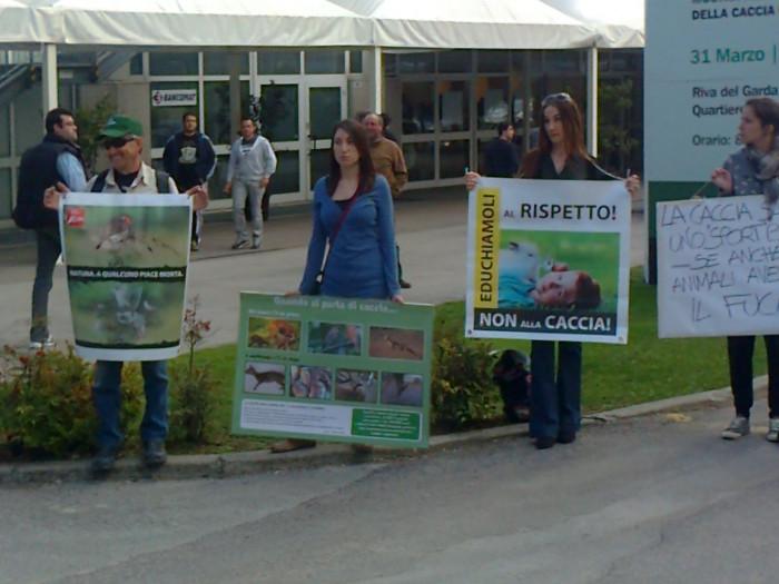 presidio caccia e pesca 20120331 1974505694 - Presidio alla Fiera Caccia e Pesca di Riva del Garda 31.03.2012 - 2012-