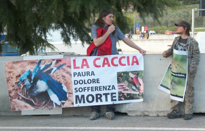 presidio fiera caccia e pesca a riva d garda 20120401 1947499233 - Presidio alla Fiera Caccia e Pesca di Riva del Garda 31.03.2012 - 2012-